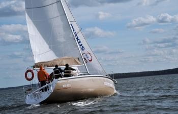 Maxus 28, czartery na Mazurach, Jacht Mazury